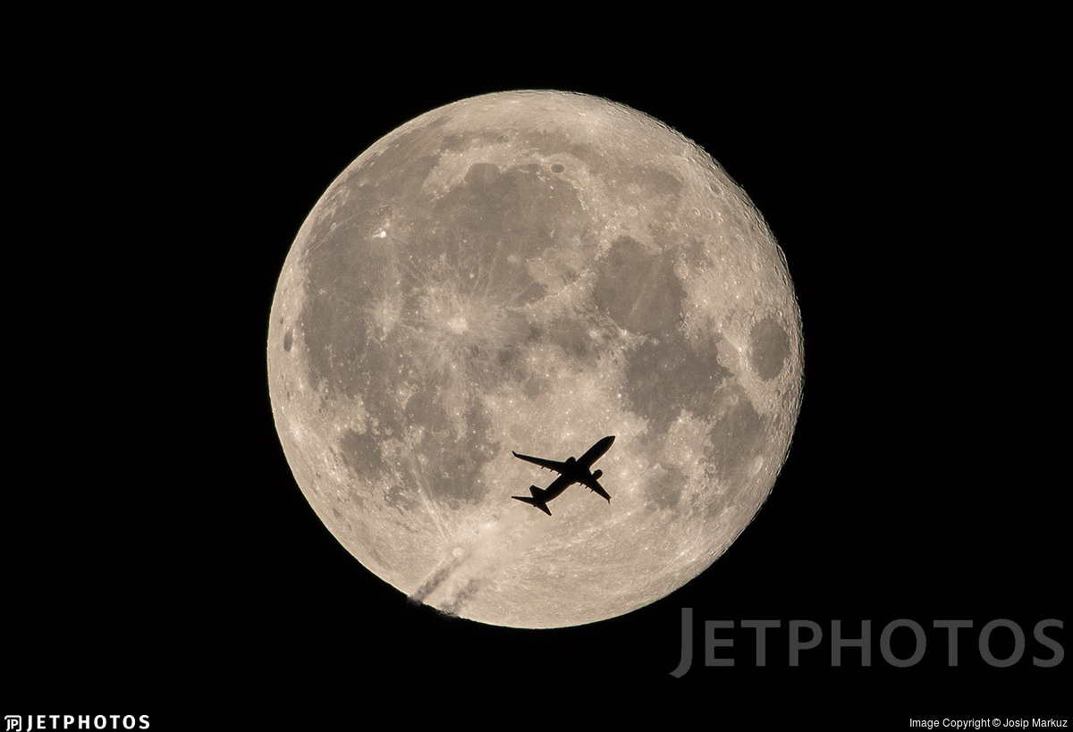 A TUI 737 crossing the moon