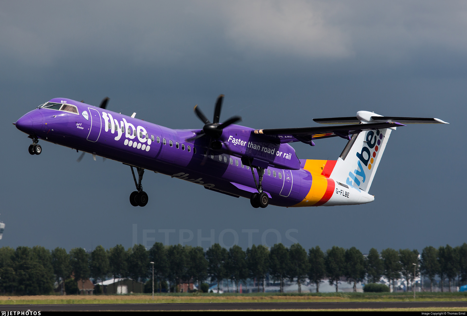 A Flybe Dash 8