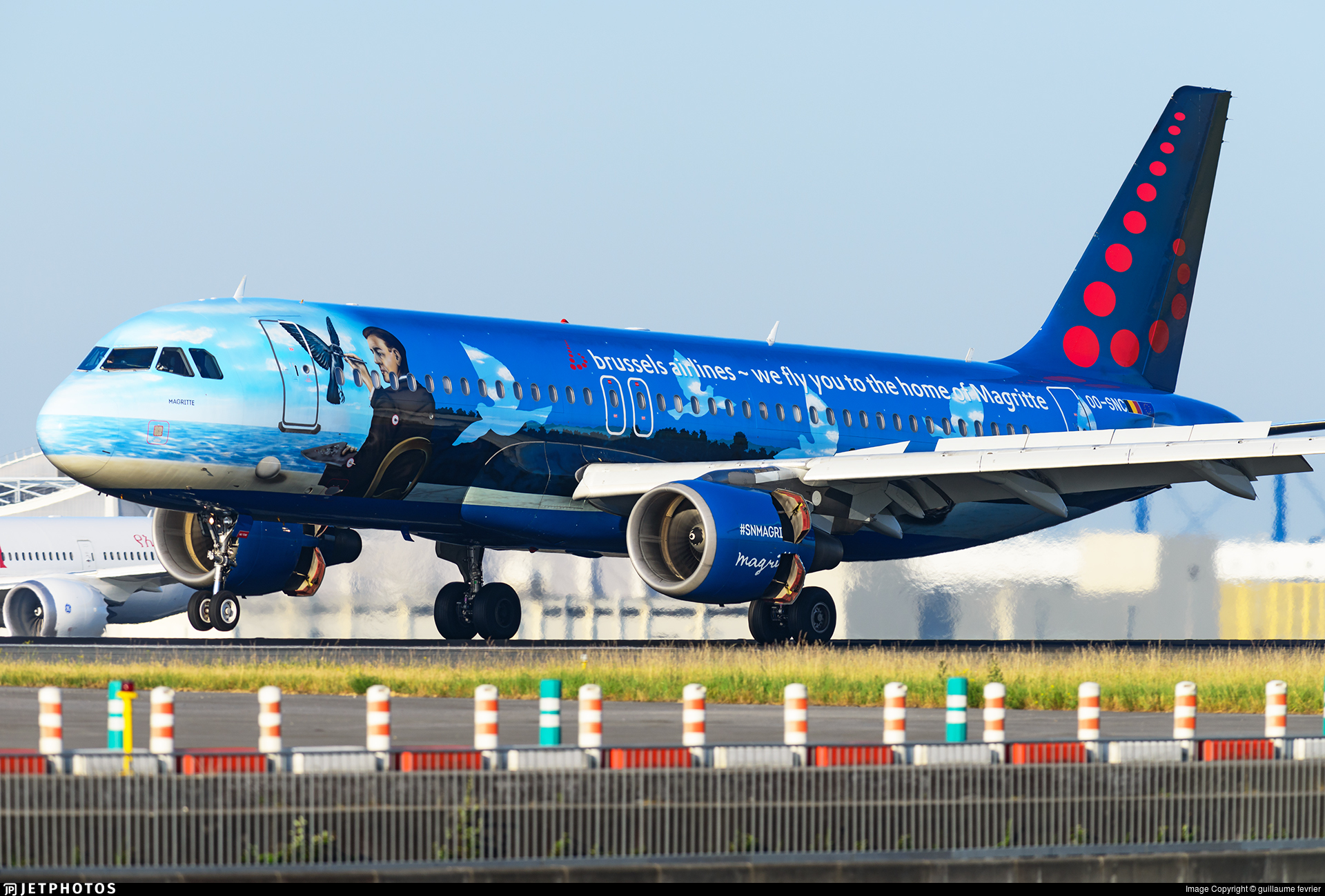 OO-SNC in Magritte livery
