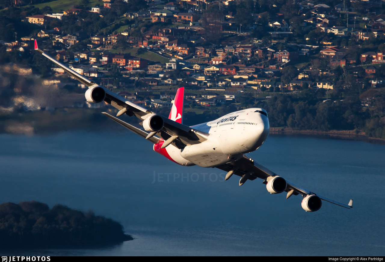 VH-OEJ over Wollongong