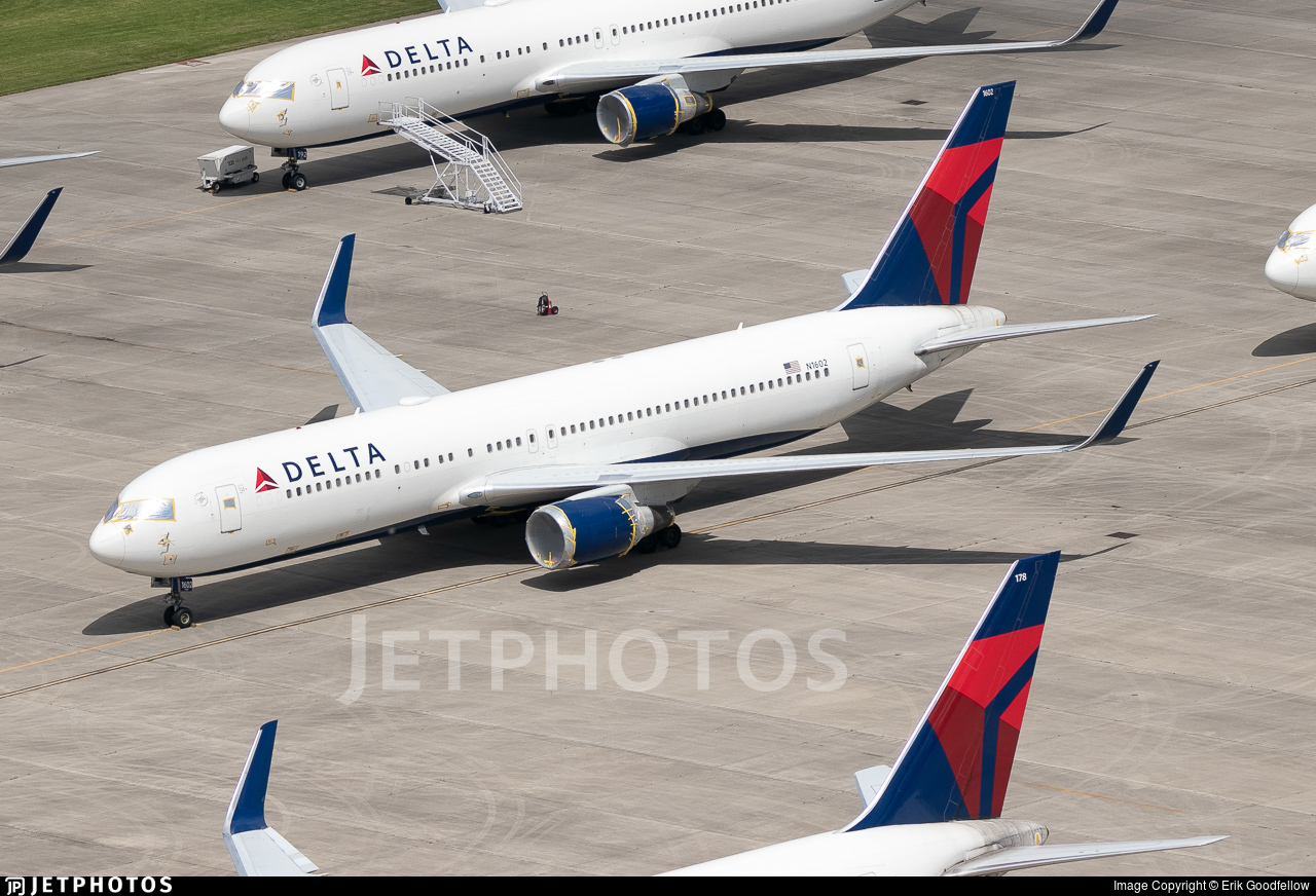 Stored Delta Air Lines 767s