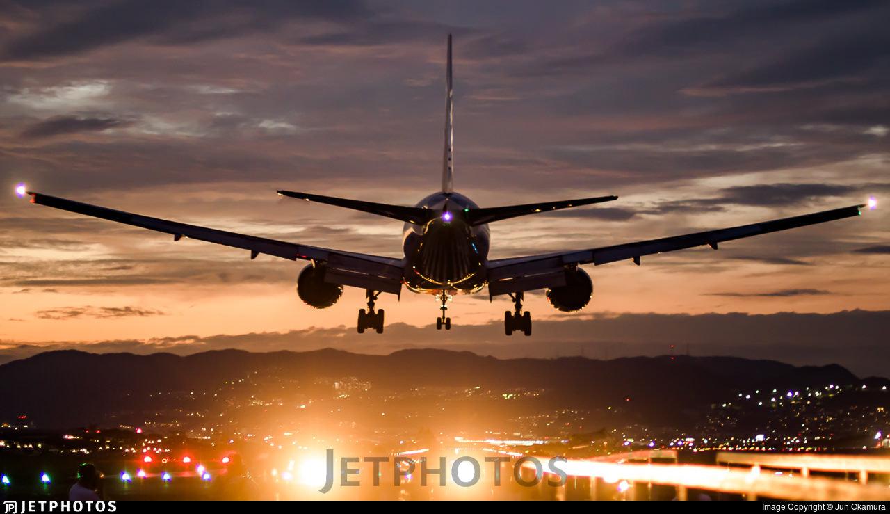 An ANA 777 landing in Oskaka