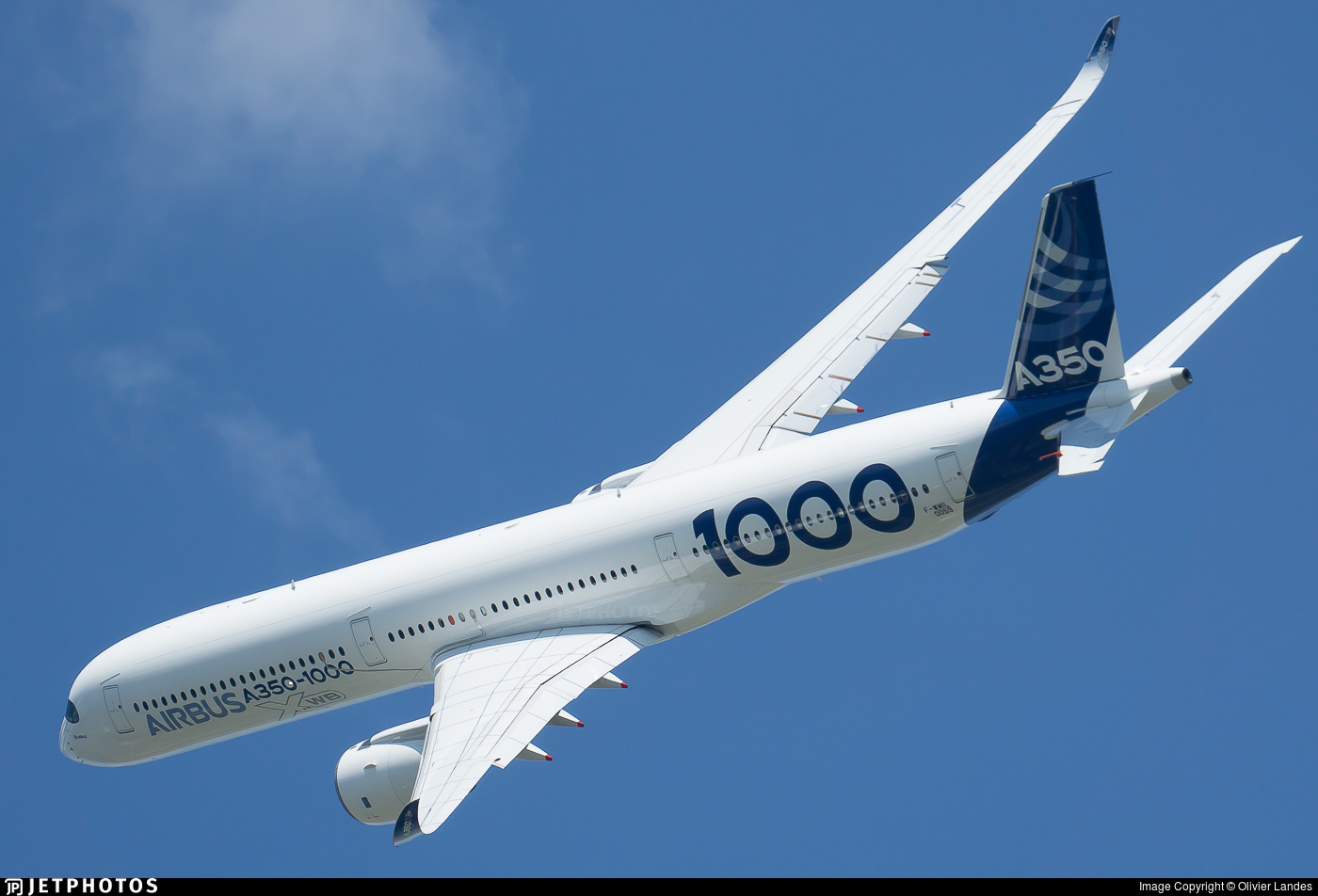 Airbus A350-1000 performing at the 2019 Paris Air Show