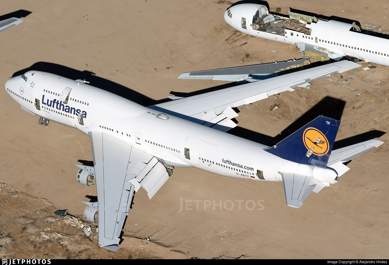 A Lufthansa 747-400 in the Mojave desert after retirement