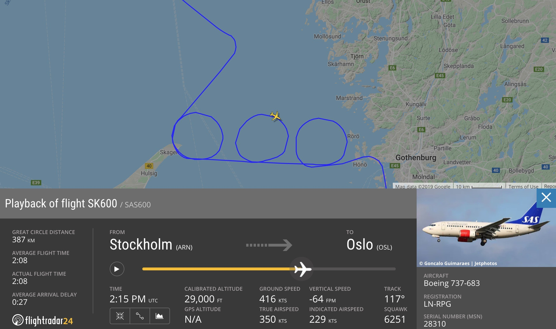 SAS celebrates its 737-600 fleet by drawing a 600 in the sky