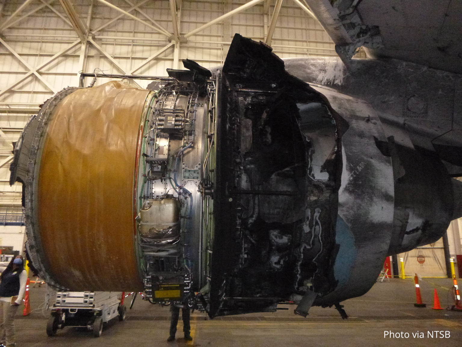 Damage to the PW4077 engine on N772UA, which operated UA328