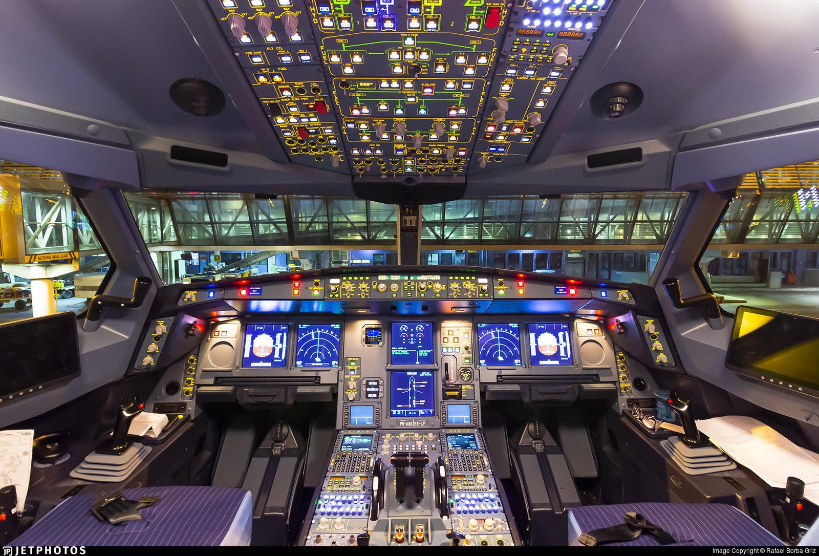 Azul A330neo flight deck