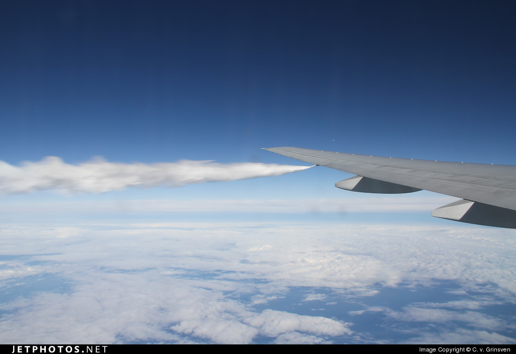 A 777 dumping fuel