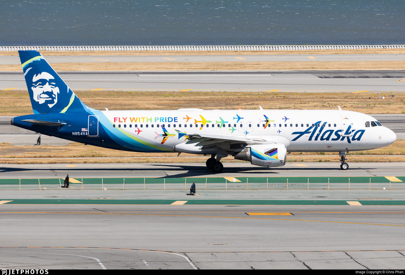 """Alaska Airlines """"Fly with Pride"""" special livery A320"""