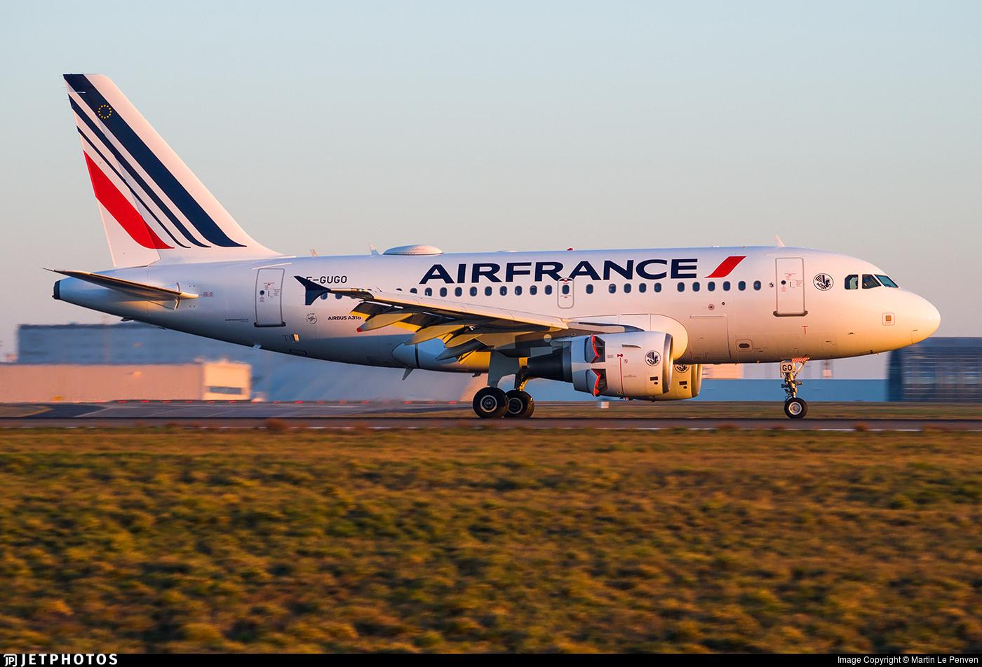 An Air France A318 landing in Paris