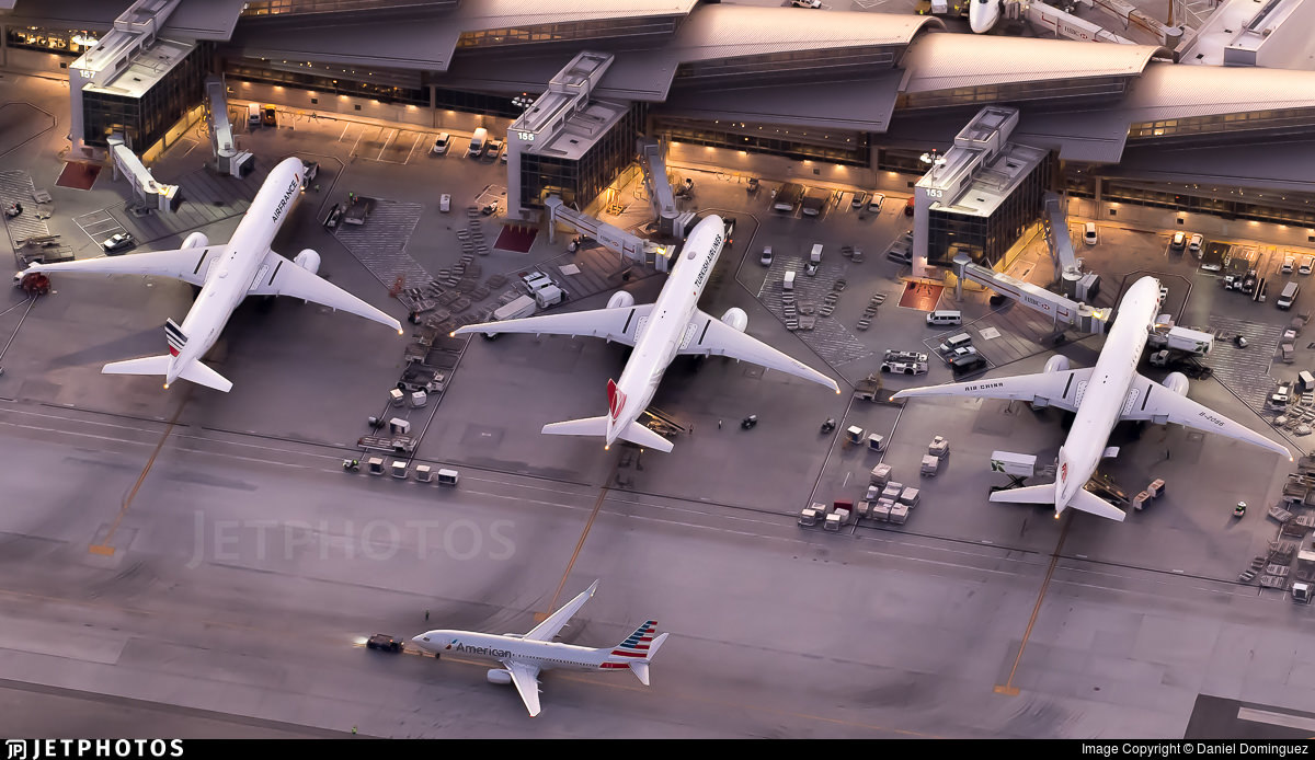 A 737 and 3 777s in Los Angeles