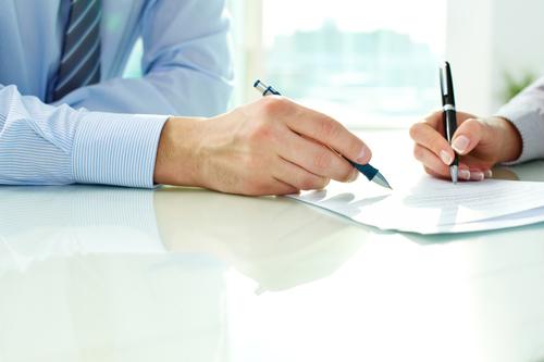¿Cuáles son las características de las capitulaciones matrimoniales y cuál es el procedimiento para llevarlas a cabo?