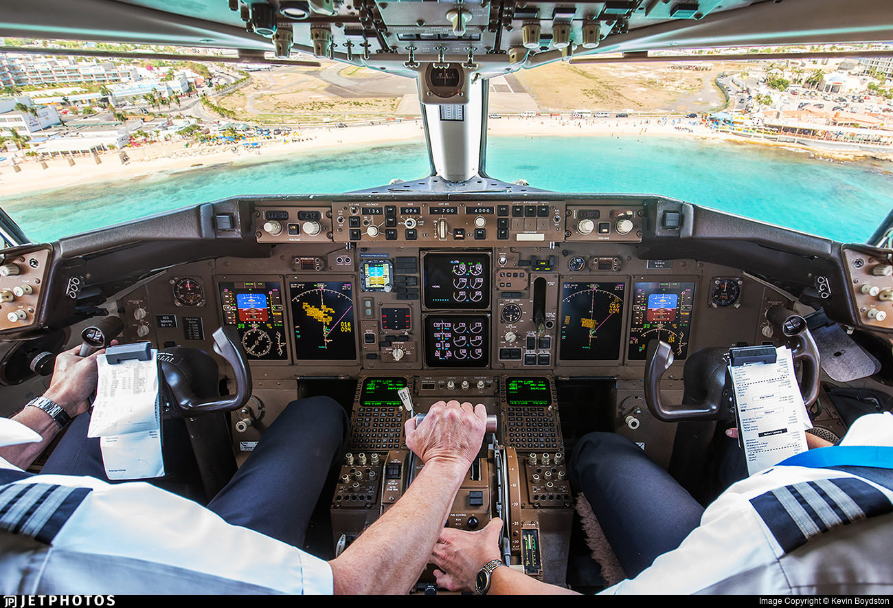 The view of the flight deck from of Boeing 757 landing at St Maarten