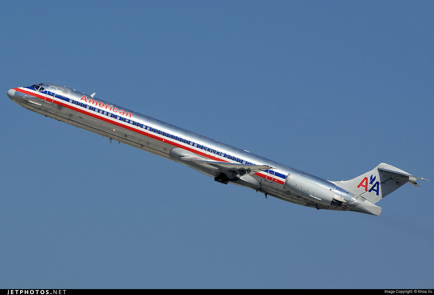 A departing American Airlines MD-83