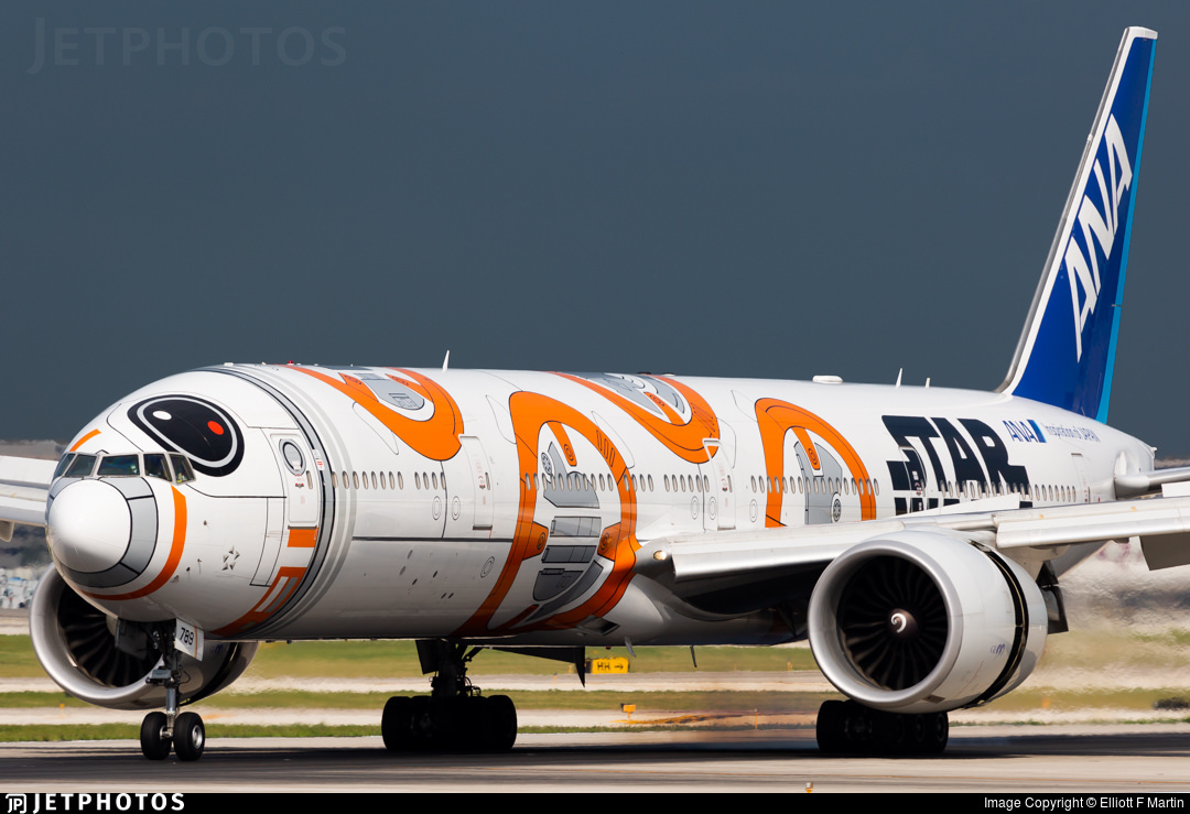 ANA's BB-8 special livery 777