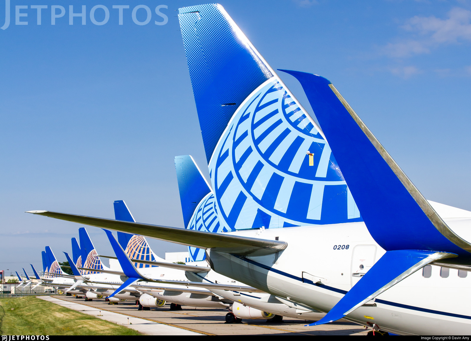 Stored United Airlines 737s