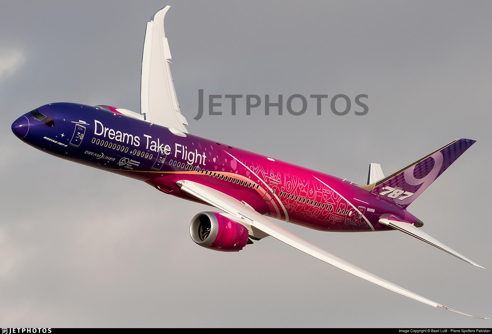 Boeing's Dreams Take Flight 787 performing at the Dubai Airshow