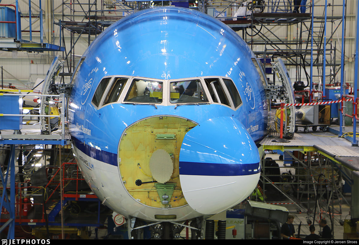 KLM 777 in maintenance