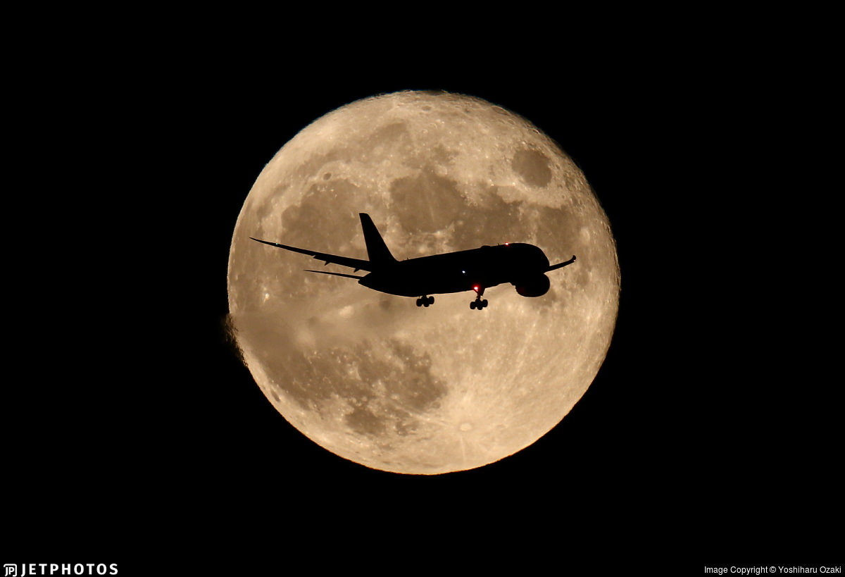 ANA 787 crossing in front of the full moon