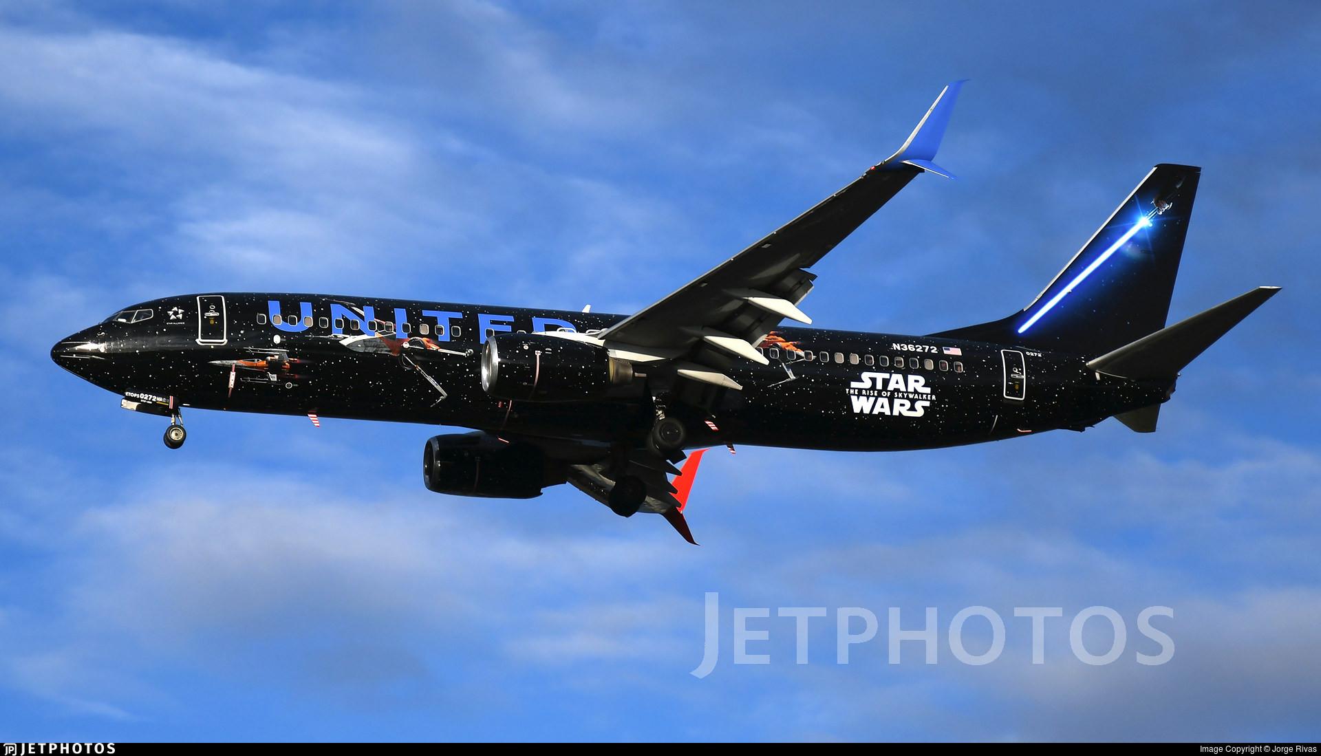 United's Rise of Skywalker 737