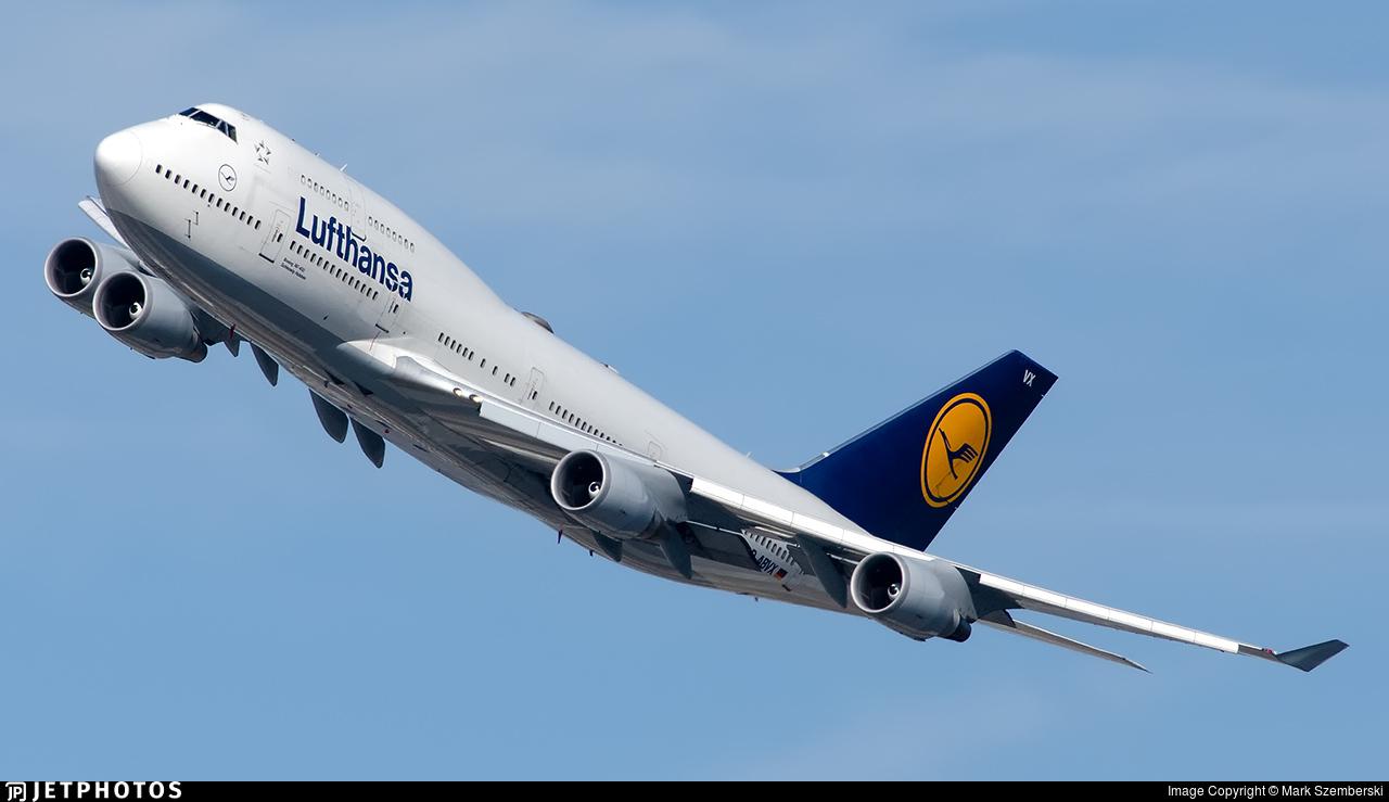 Lufthansa 747 departing New York