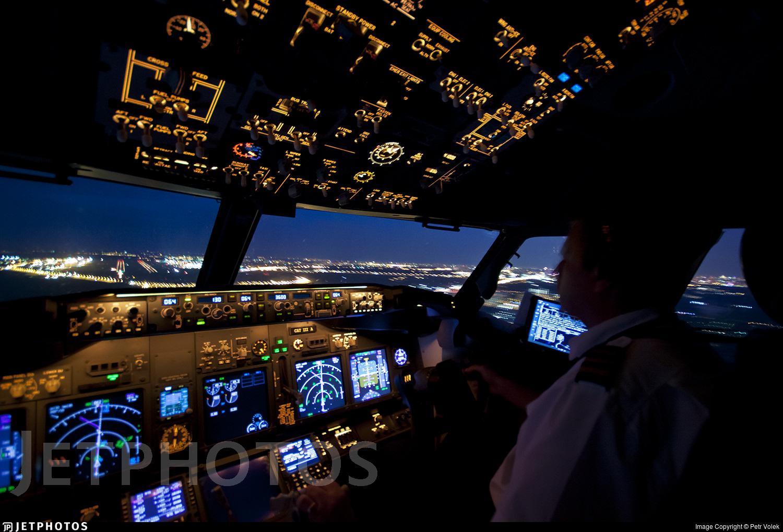 SmartWings 737 flight deck