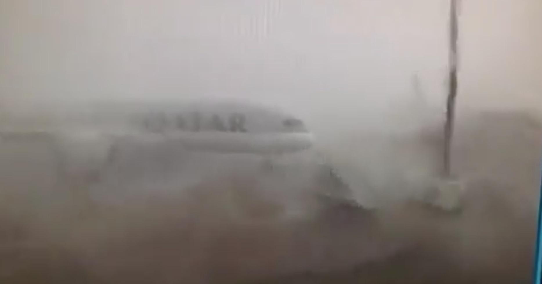 Qatar 787 weathercocking in Doha