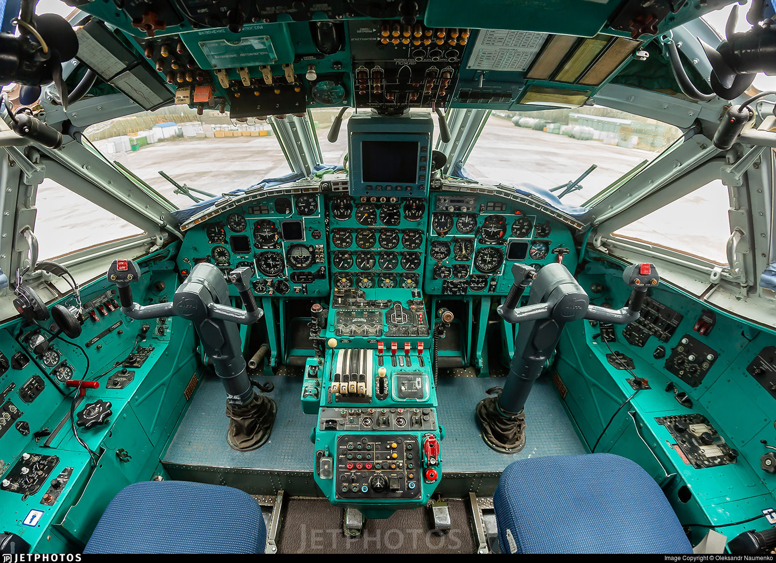 An-22 flight deck