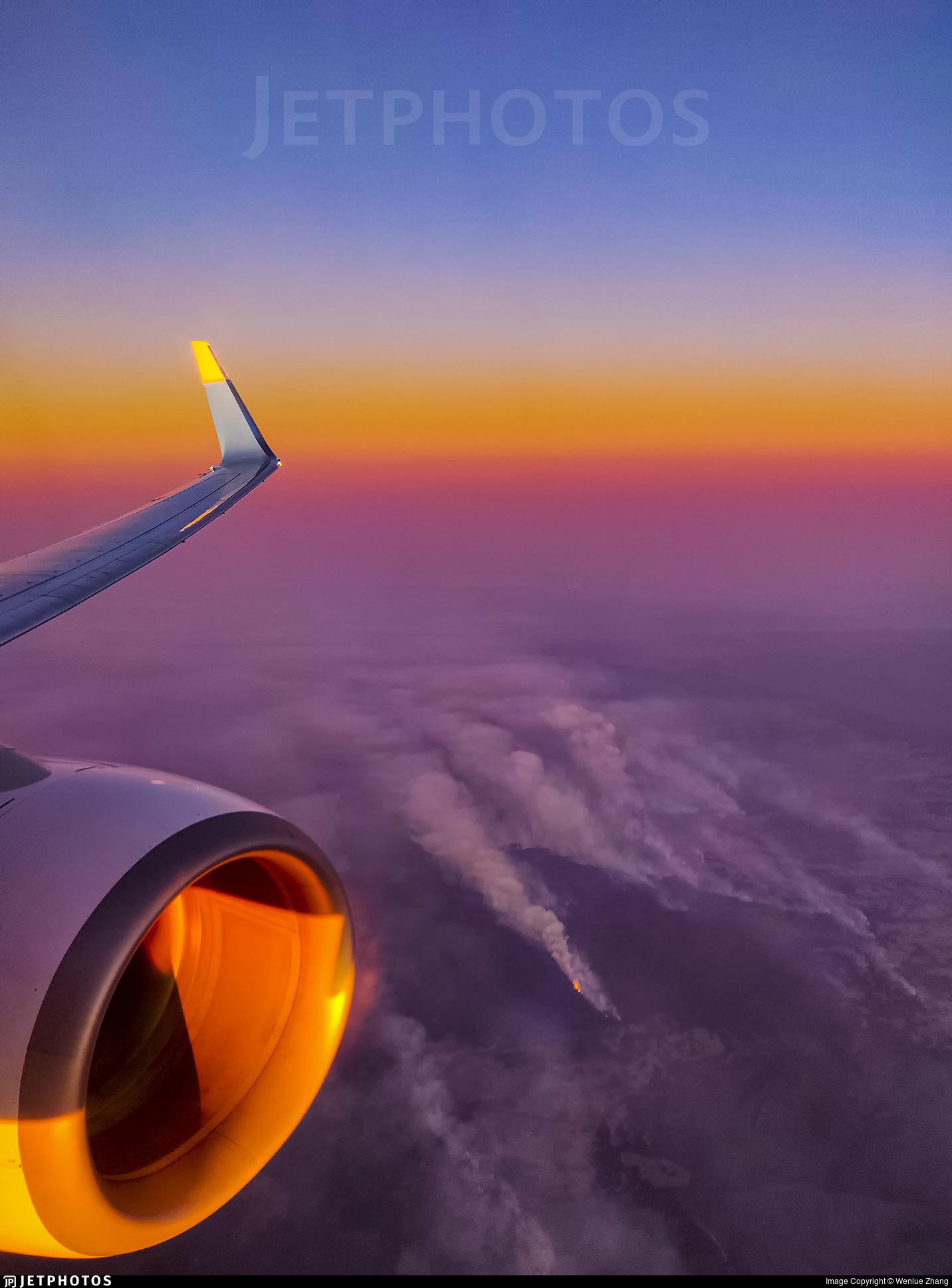 Qantas 737 over bushfires in Australia