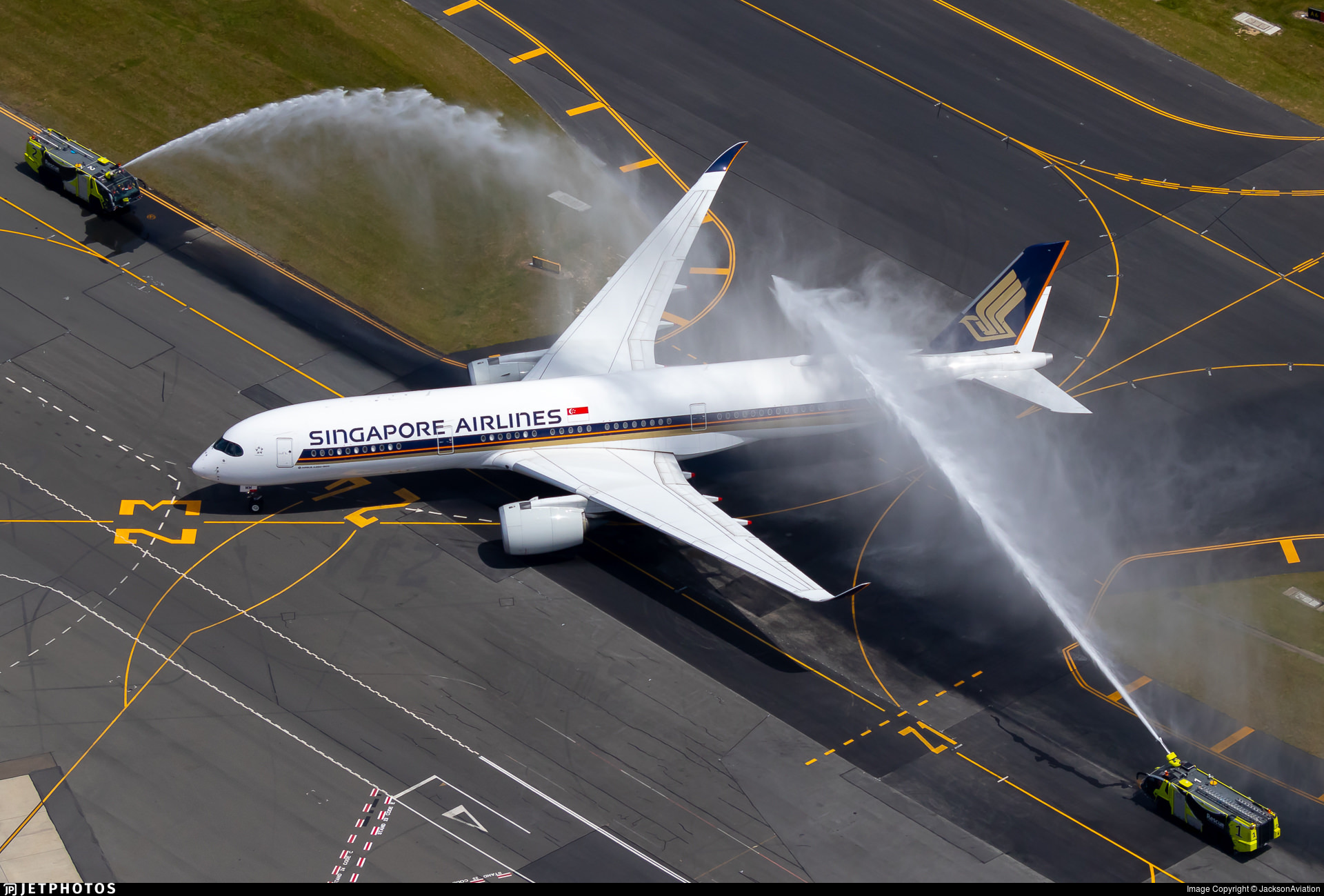A Singapore Airlines A350 receiving a water salute in Wellington