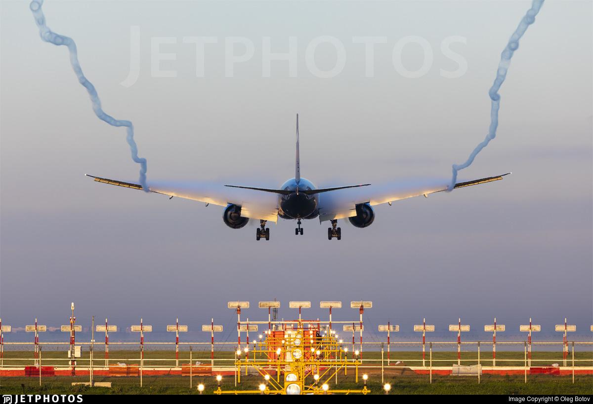 An Aeroflot 777 landing in Moscow