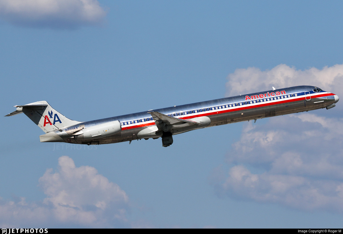 American Airlines MD-82 N501AA