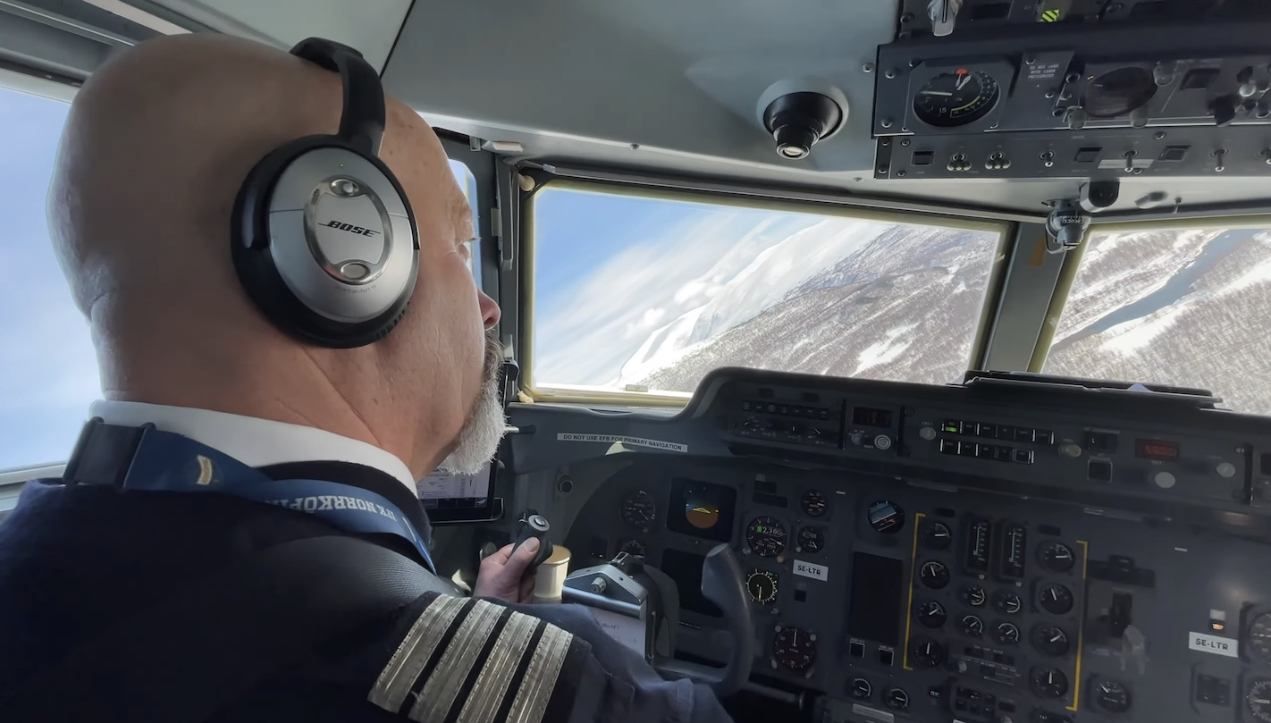 The view from the jump seat of the Amapola Fokker 50 approaching Hemavan