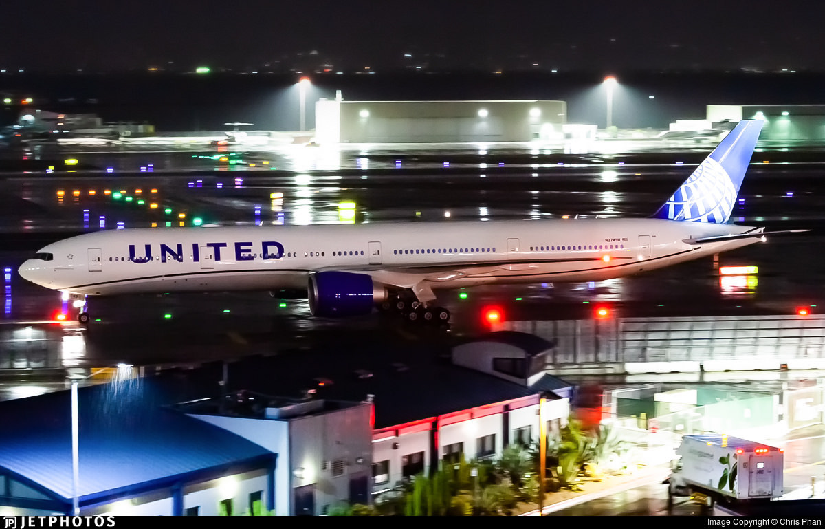 1st United Airlines 777 in new livery