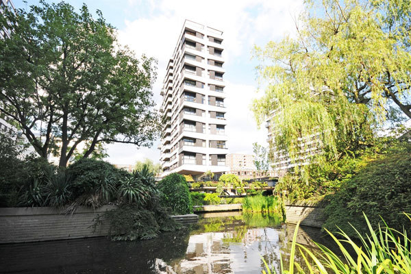 THE WATER GARDENS, HYDE PARK, W2 £825,000 Available 2 bedroom Apartment