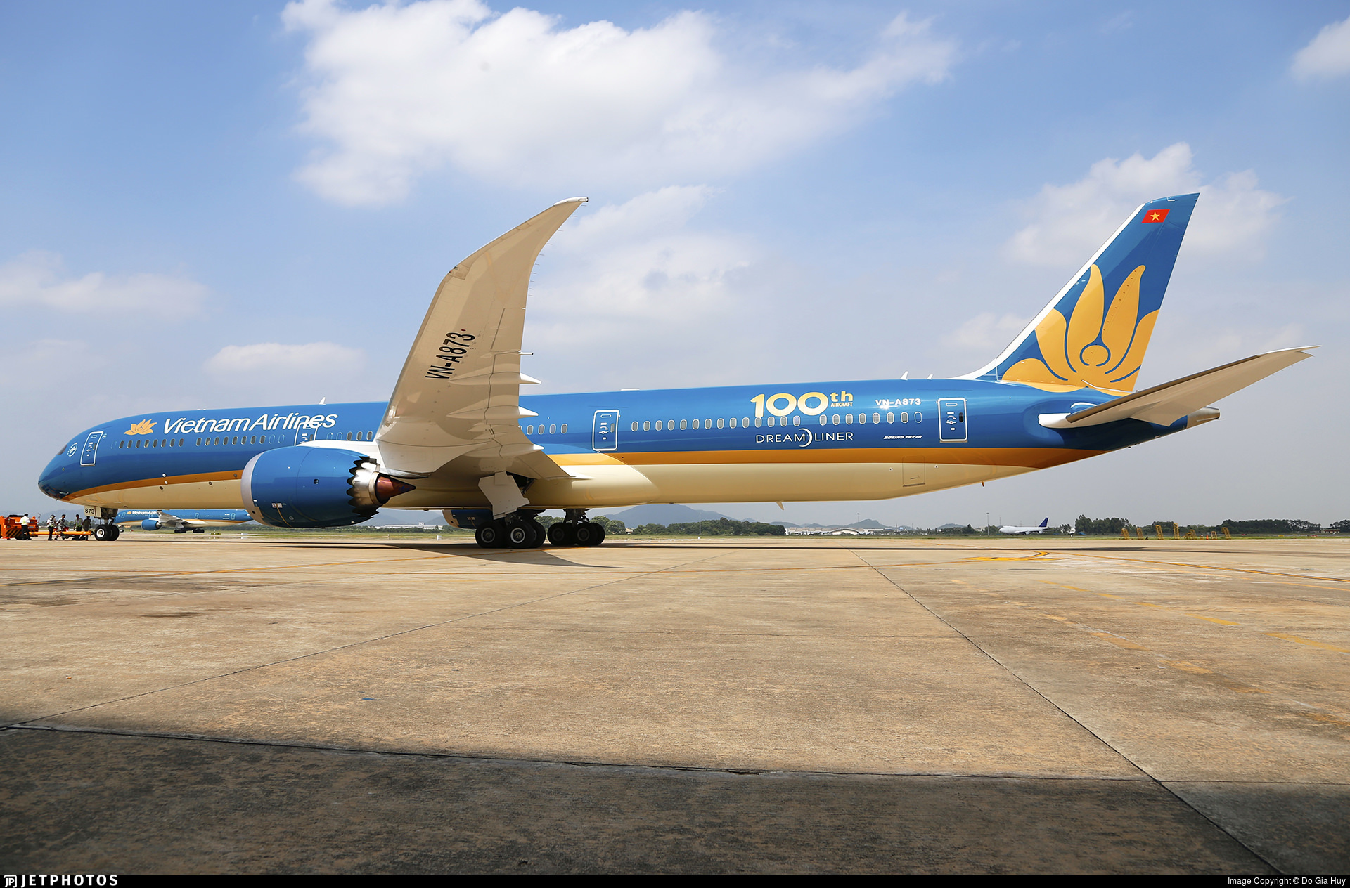 Vietnam Airlines 100th aircraft
