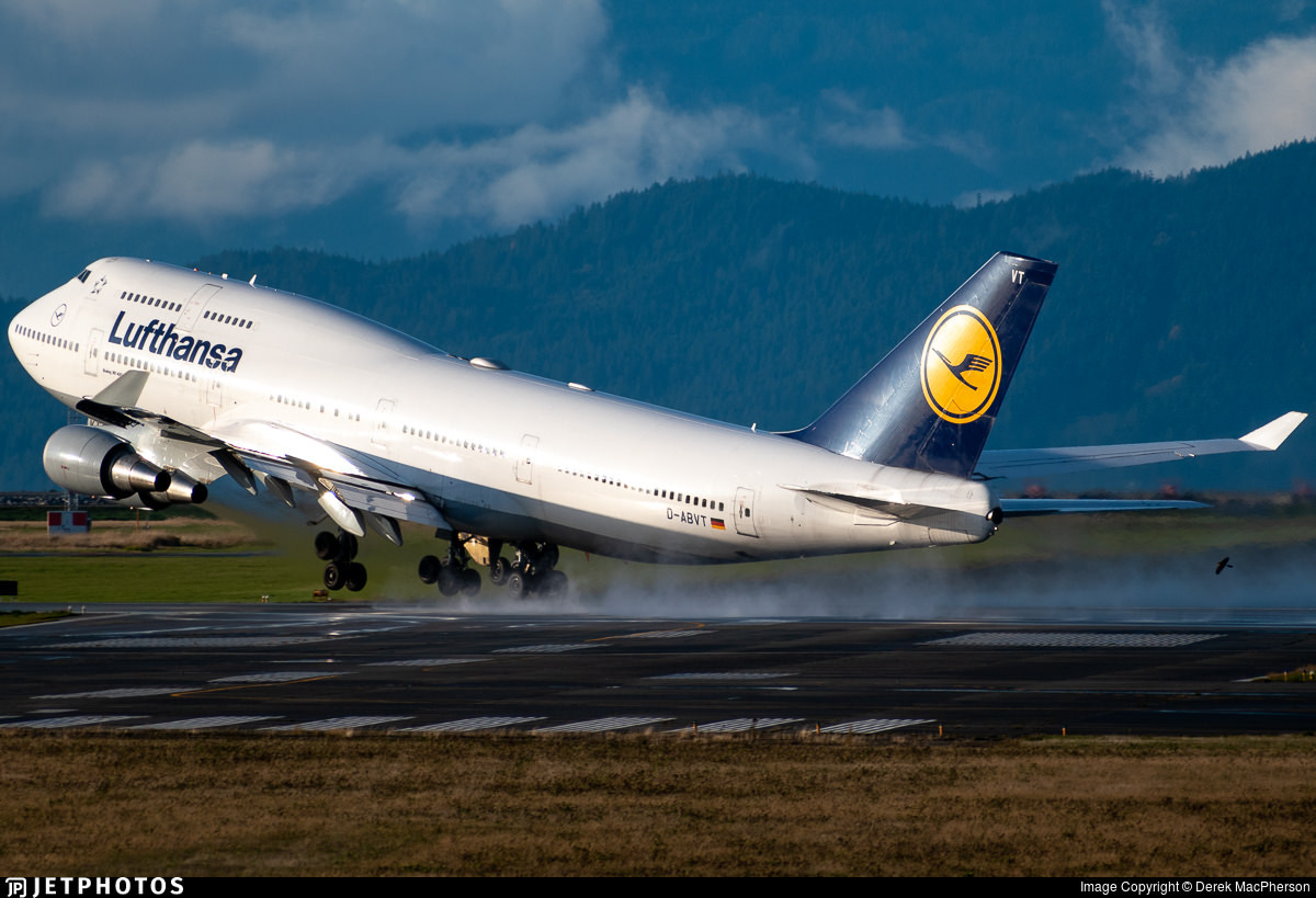 A Lufthansa 747 departing Vancouver