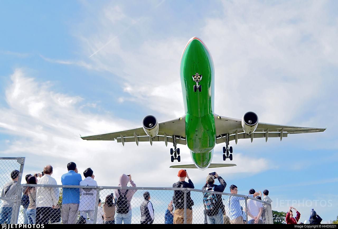 EVA Air A330 landing in Taipei