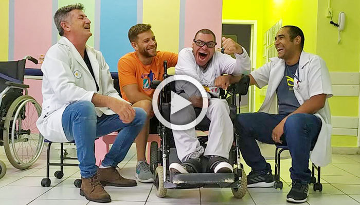 Paciente com cadeira de rodas