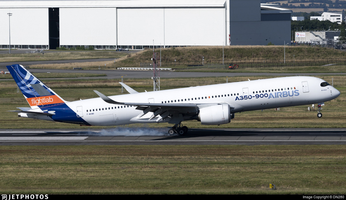 Airbus A350 F-WXWB flightlab aircraft