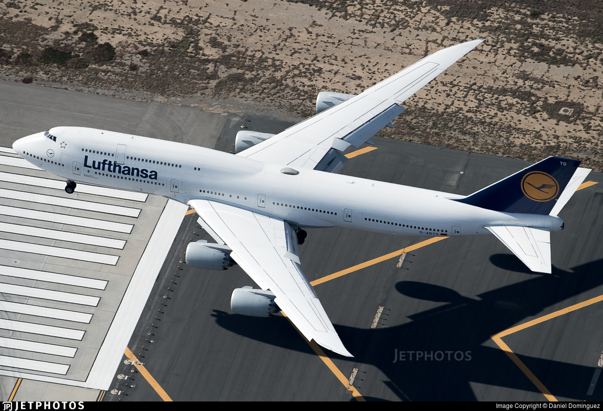 Lufthansa 747 landing in Los Angeles
