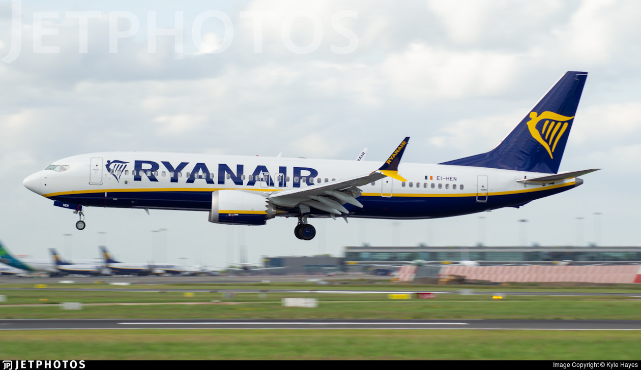 Ryanair's first 737-8 MAX 200