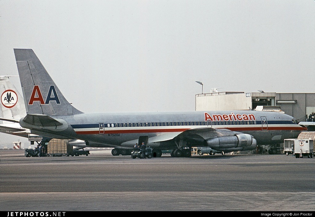 American Airlines 720 in Los Angeles