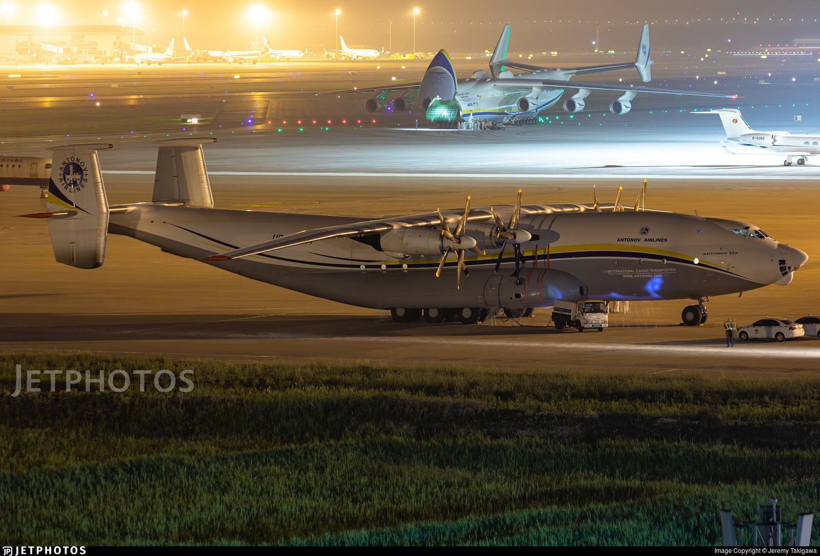 The An-22 and An-225 in Tianjin.